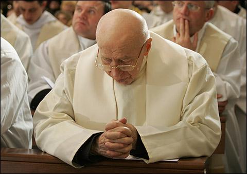 Amžinybėn iškeliavo kunigas jubiliatas Vaclovas ALIULIS MIC (1921–1944–2015)